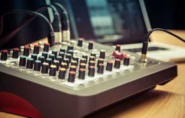 Is the ZEDi 10 the best small mixer for live performance?